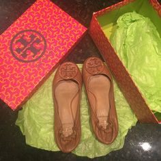 Tory Burch tan leather flats - signature logo Tory Burch tan leather flats - signature logo best cowhide leather. Great pre owned condition. Details of toes heels and bottom are captured. A beautiful pair that you can't miss! For size 5-5.5 Tory Burch Shoes Flats & Loafers