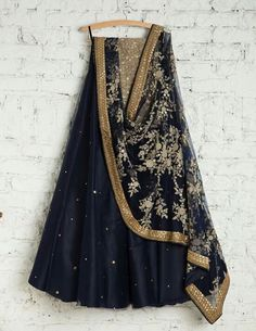 •Pinterest : @vandanabadlani• Indian wedding ideas and inspiration, lehenga, suits, traditional, ceremony, jewellery indian, india, style designer, authentic, head gear, maang tikka, Bollywood, lights, modern wedding dress code dresses Shaadi bride groom dulha dulhan goals fusion candid makeup engagement sagai sagan roka sabyasachi anita dongre