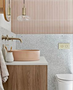 Lighting a Bathroom Without Windows Bathroom Basin, Bathroom Renos, Laundry In Bathroom, Master Bathroom, Girl Bathrooms, Washroom, Interior Design Inspiration, Bathroom Inspiration, Beautiful Bathrooms