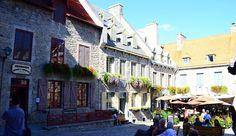 La ville de Québec c'est comme une vieille ville bretonne. Derrière ses hauts remparts la ville domine le fleuve. Ses façades de pierre taillée ses places fleuries et ses fleurs de lys cachées le long des rues pavées sont une invitation à l'évasion. Vous prendrez bien un petit verre en terrasse? Sur le blog découvrez un parcours pour découvrir la ville. @tourismequebec @quebecauthentique @quebecregion #quebec #bar #terrasse