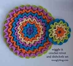 Wiggly crochet trivet pattern, free crochet dishcloth pattern, 3d wiggle round crochet flower pattern - I've seen lots of pins for these but this site has really clear instructions and lots of pictures!