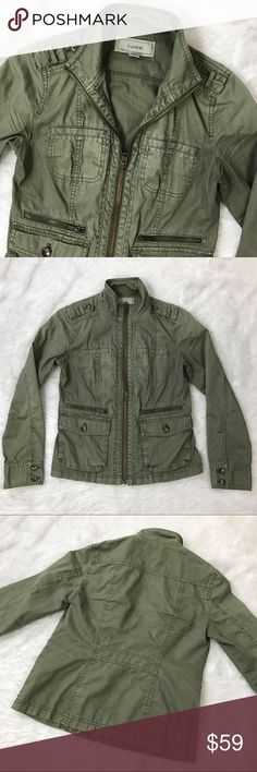 CASLON fitted utility jacket Army green safari style jacket. Thick cotton material with no stretch. Six convenient pockets adorn the front. Turtle neck style when fully zipped. A slight taper at the waist gives a really nice silhouette and is very flattering. EUC, a slight fade in the color was intended for a casual, distressed look. Caslon Jackets & Coats Utility Jackets