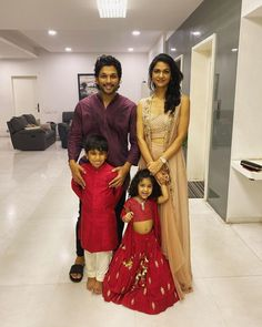 Allu Arjun Daughter in Red Crop Top Dj Images, Actors Images, Bollywood Couples, Bollywood Actors, Allu Arjun Hairstyle, Sneha Reddy, Allu Arjun Wallpapers, Dj Movie, Diwali Dresses