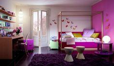 chambre de fille ado en lilas, cadre de lit à baldaquin