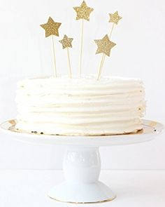 It's not enough to just put the icing on top anymore. Impress your guests with these gold glitter star cake toppers! Stars cut from gold glitter card stock and adhered to wooden picks. Wedding Cake Icing, First Birthday Cake Topper, Gold Birthday Cake, Diy Birthday, Homemade Birthday Cakes, Star Cakes, Zucchini Cake, Salty Cake, Wedding Cake Decorations