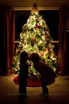 {Updated!} How to take a picture like this of your kids in front of a lit Christmas tree. Much more detailed instructions in this one!