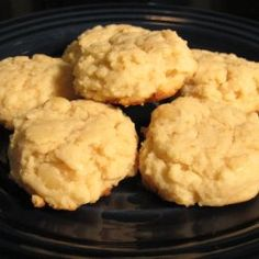 chunky cream cheese and macadamia nut cookies... perfect combination, need to try!