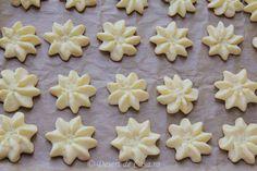 Fursecuri Spritate - Desert De Casa - Maria Popa Cauliflower Chowder, Roasted Cauliflower, Slow Cooker, Sandwiches, Oven Roasted Potatoes, Christmas Baking, Sweet Recipes, Biscuits, Deserts