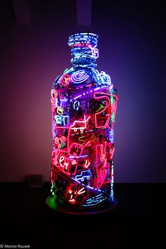 Neon by artist Nam June Paik at the Vodka Museum in Stockholm-like this use of color Neon Wallpaper, Iphone Wallpaper, Cellphone Wallpaper, Wallpeper Tumblr, Nam June Paik, Graffiti, Neon Licht, Instalation Art, All Of The Lights