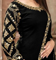Beautiful Pakistani Dresses, Pakistani Party Wear Dresses, Designer Party Wear Dresses, Kurti Designs Party Wear, Pakistani Dress Design, Indian Designer Outfits, Black Pakistani Dress, Sleeves Designs For Dresses, Neck Designs For Suits