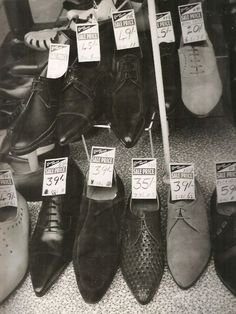 "Window display for the Anello & Davide shop in London. This was where John and Paul bought their ""Beatle Boots"" in By 1963 that style of shoe was one of the most famous items of footwear in. Mod Fashion, 1960s Fashion, Cuban Heel Boots, Two Tone Brogues, Mod Shoes, Style Année 60, Beatle Boots, Swinging London, Vintage Men"