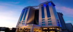 The Radisson Blu Kochi is situated in the city centre of the Elamkulam neighbourhood and nearby to some must-visit attractions, so it's a great base to explore Kochi. This upscale hotel features 150 stylish rooms and suites, with modern facilities like soundproofing, ensuring that guests have a good night's sleep.
