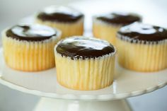 A recipe for Boston Cream Cupcakes - buttery yellow cupcakes filled with vanilla pastry cream and topped with chocolate ganache. Chocolate Glaze, Chocolate Bark, Yellow Cupcakes, Mini Cupcakes, Boston Cream Cupcakes Recipe, Cupcake Recipes, Dessert Recipes, Cream Pie, Just Desserts