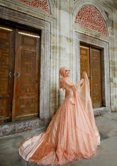 Wow, stunning! Pink hijabi bride <3