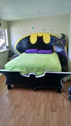 Insanely Cool DIY Batman Themed Bedroom Ideas For Your Little Superheroes Bedroom Themes, Kids Bedroom, Bedroom Ideas, Bedrooms, Design Bedroom, Cama Do Batman, Batman Bedroom, Batman Room Decor, Superhero Room
