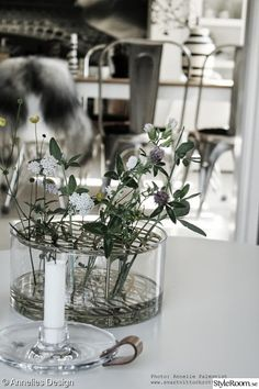Vardagsrum - Hemma hos Anneliesdesign Living Room Inspiration, Interior Inspiration, Interior Ideas, Diy Projects To Try, Home Decor Styles, Plant Decor, My Flower, Interior And Exterior, Glass Vase