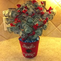 Creative Ways to Give Money – Unicorn Dreaming – Mary kay christmas – Reise Graduation Presents, Graduation Gifts, Homemade Gifts, Diy Gifts, Money Bouquet, Gift Card Bouquet, Creative Money Gifts, Money Gifting, Money Origami