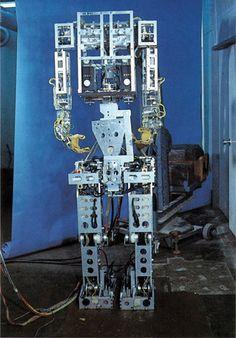 Wabot-1 : l'ancêtre Fabricant : Université de Waseda Pays : Japon Année : 1973 Type : Humanoïde Qualité principale : Agilité Secteur d'usage : Recherche