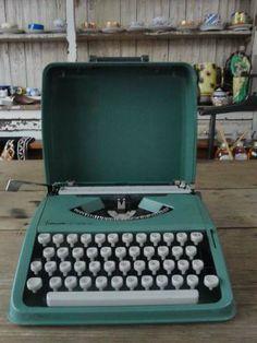 Máquina de Escrever. .... Essa, pelo menos, eu já tenho. ;)