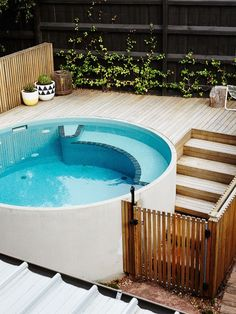 Discover 27 small backyard pool ideas for your inspiration. These small inground and above ground swimming pools will transform your backyard into an outdoor oasis. Pool Spa, Small Swimming Pools, Small Backyard Pools, Small Pools, Swimming Pools Backyard, Swimming Pool Designs, Garden Pool, Small Backyard Landscaping, Backyard Ideas