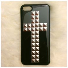 Handmade on a hard snap on case, this design is sleek, trendy and popular!*Available for both iPhone 4/4S and iPhone 5*