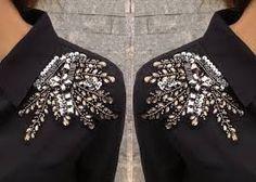 Декор плеча платья бисером и стразами