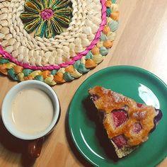 Sunday-not-so-funday . . . #midterms #breakfast #strawberrypie #strawberrycake #homemade #homemadecake #colazione #goodmorning #coffee #Bologna #autumn #november #autunno #healthychoices #healthy #cicciarculo #yummy #stevia #strawberry #blueberry #rasberry #pie #baking