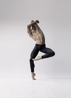 Ballerino: Rhys Kosakowski dancer with Houston Ballet Photographed by Gerardo Vizmanos Action Pose Reference, Human Poses Reference, Pose Reference Photo, Action Poses, Male Ballet Dancers, Ballet Poses, Dance Poses, Art Poses, Poses Silhouette