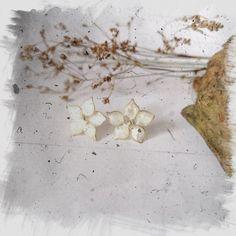 Perłowe kwiaty-kolczyki z mosiądzu Jewerly, Jewlery, Schmuck, Jewelry, Jewels, Jewelery, Fine Jewelry