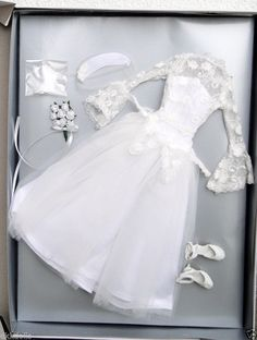Tonner Shipboard Wedding 16 in. Marilyn Monroe Doll Outfit Only, 2013 has been offered on Ebay in a Buy-It-Now listing.