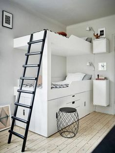 chambre de garçon moderne, lits superposés blancs