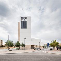 Iglesia y Centro Parroquial en Burgos  / VZ Arquitectos