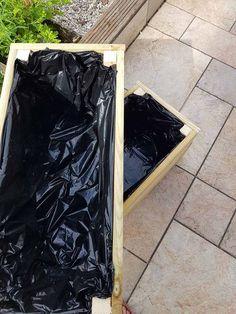 DIY : fabriquer une jardinière en bois pour le jardin Porch Garden, Garden Gates, Pergola Patio, Backyard, Pallet Crafts, Patio Doors, Diy Nature, Raised Garden Beds, Diy Hacks