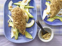 These chicken breasts are crusted with sesame seeds and served with a pear and avocado salad for a light lunch. | Eat Smarter