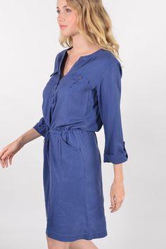 """Nine robe - Antonelle  Réf :  16RO5626  Robe-blouse en lin NINE. Agrementée d'une encolure tunisienne, de manches longues retroussables par patte boutonnée, et de poches plaquées sur la poitrine avec boutons. Deux poches passepoils sur les côté habillent l'ensemble. Lien coulissant à nouer à la taille.. Elle donnera une touche """"safari chic"""" à votre look !    #antonelle #clothing #lookoftheday #womenswear #dress #blue"""