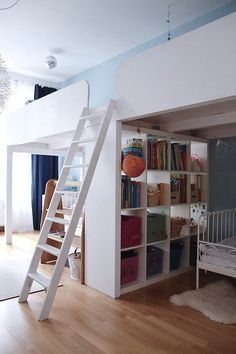 Loft bed with mini cupboards. Girls Bunk Beds, Bunk Bed Rooms, Bed For Girls Room, Bedroom Loft, Kid Beds, Boy Room, Girls Bedroom, Small Room Design, Kids Room Design