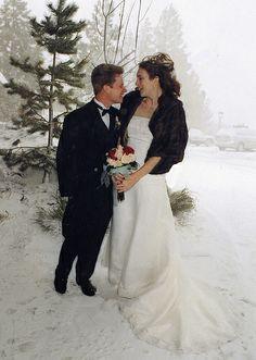 Winter Wedding / http://www.sleeptahoe.com/winter-wedding/