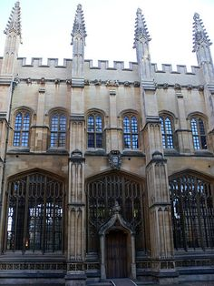 Oxford - Bodleian Library > Need to go here, im really addicted to the books of All Souls. It all started in this Library