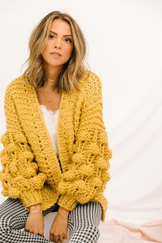 Loose Knit Sweaters, Chunky Knit Cardigan, Cozy Sweaters, Fall Cardigan, Crochet Ball, Knit Crochet, Knit Fashion, Fashion Fall, Crochet Woman