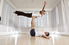 Позы йоги для двоих: парная практика для укрепления тела и отношений - http://life-reactor.com/pozy-jogi-dlya-dvoix/