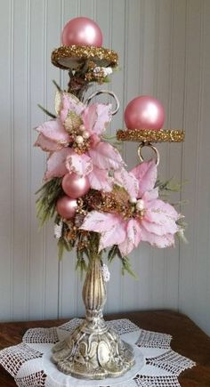 Shabby Chic Christmas, Victorian Christmas, Christmas Wreaths, Christmas Crafts, Christmas Ornaments, Christmas Christmas, Vintage Christmas, Rose Gold Christmas Decorations, Christmas Floral Arrangements