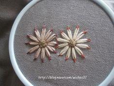 끝물들인 꽃자수 : 네이버 블로그 Ribbon Embroidery, Embroidery Stitches, Embroidery Patterns, Crochet Patterns, Klimt Art, Gustav Klimt, Visible Mending, Thread Work, Needle And Thread