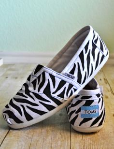 Might have to invest in some custom painted toms! http://annagoesshopping.com/womensshoes