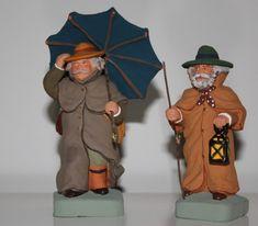 Les santons d'Isoline Fontanille - shepherdsready for rain Miniature, Truck, Rain, Princess Zelda, Construction, Fictional Characters, Beach Houses, Craft Art, Lantern