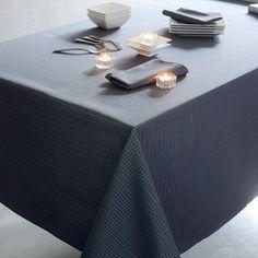 Nappe style contemporain Garnier-Thiebaut - Modèle : Kami - Nappe en coton anti-tache - Coloris : anthracite et bleu