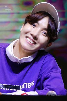 180603 BTS at Hongdae Mihwadang Fansign Jung Hoseok, Kim Namjoon, Seokjin, Gwangju, Jhope Cute, Bts Cute, Foto Bts, Bts Photo, J Hope Selca