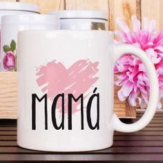 Taza mamá corazón Vinyl Crafts, Diy And Crafts, Mother's Day Mugs, Tea And Books, Diy Mugs, Cute Cups, Mom Mug, Gifts For Your Mom, Mother's Day Diy