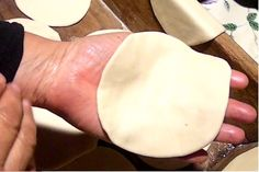 Masa para Tapa o Disco de Empanadas Para Hornear - Ingredients: flour - fat 1 cup warm water and a tablespoon of fine salt Calzone, Pan Bread, Cooking Videos, Mexican Food Recipes, Tasty, Youtube, Pot Pies, 1 Cup, Deserts
