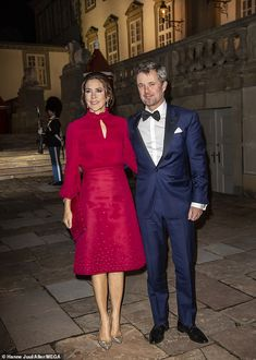 Crown Princess Mary of Denmark looks regal in red for a concert with Prince Frederik Race Day Fashion, Prince Frederik Of Denmark, Prince Frederick, Princess Marie Of Denmark, Royal Look, Royal Style, Green Gown, Danish Royal Family, Royal Dresses
