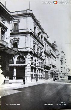 Avenida Madero en el centro histórico de la Ciudad de México.  Foto probablemente de la década de 1920.
